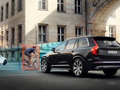 Volvo Cars ja POC kehittävät maailman ensimmäisen auton ja pyöräilykypärän välisen törmäystestin