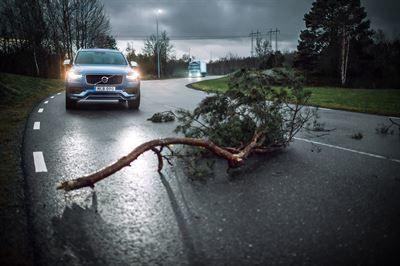 Volvo Cars ja Volvo Trucks jakavat reaaliaikaisia ajoneuvotietoja liikenneturvallisuuden parantamiseksi