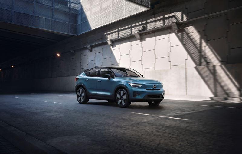 Volvo Cars aloittaa C40 Recharge -täyssähköauton myynnin