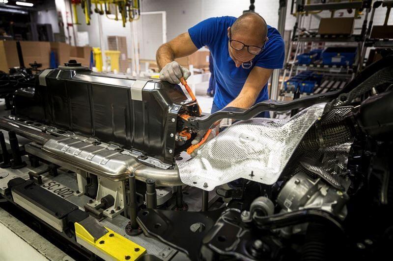 Volvo Cars hyödyntää lohkoketjuteknologiaa sähköautojen akuissa käytettävän koboltin jäljitettävyyden tehostamisessa