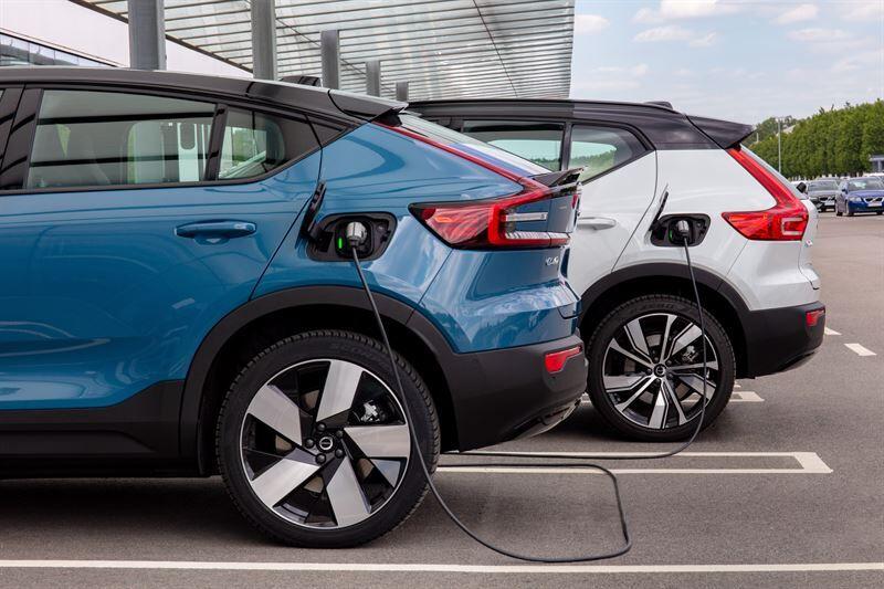 Volvo Cars tarjoaa edullisempaa pikalatausta ja saumattoman latauskokemuksen