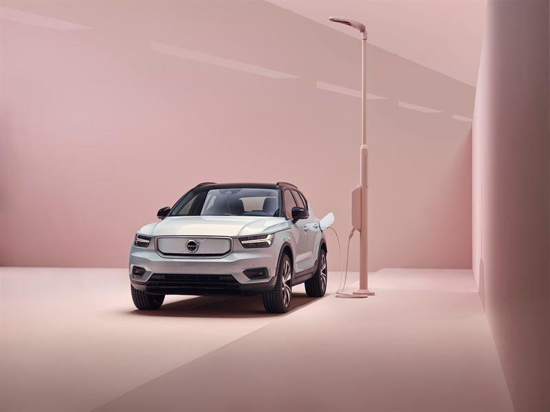 Volvo julkistaa Volvo XC40 Recharge -sähköauton osana uutta sähköistettyä automallistoa