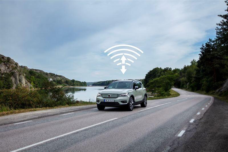 Volvo Cars julkaisee XC40 Recharge -mallin ensimmäisen automaattisen ohjelmistopäivityksen