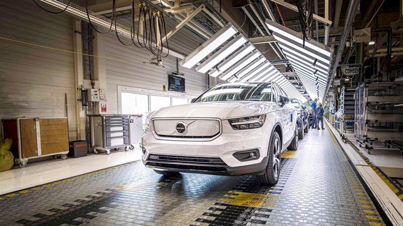 Volvo Cars käynnistää XC40 Recharge -täyssähköauton tuotannon