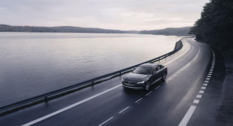 Volvo tuo autoihinsa 180 km/h nopeusrajoituksen ja Care Key -avaimen